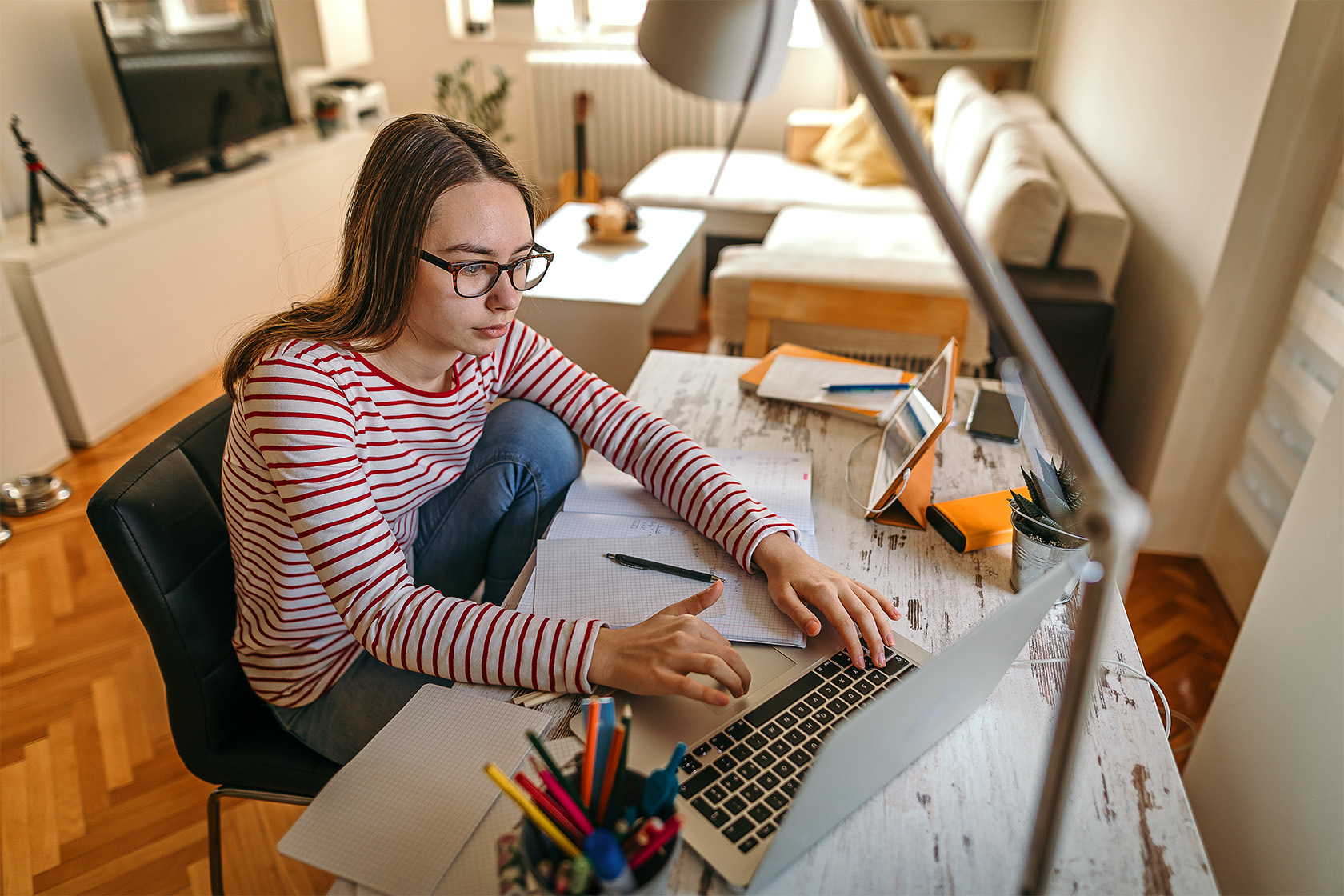 teenage-home-worker